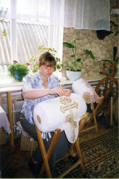 Плетение на коклюшках.